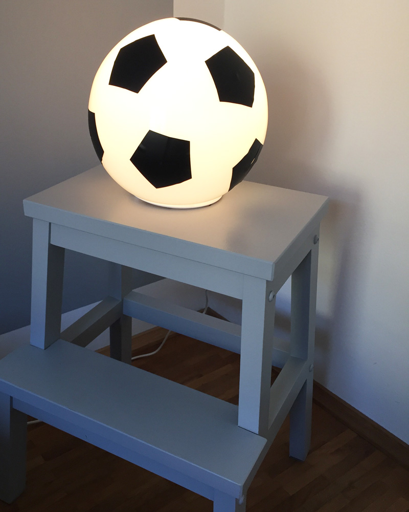 ikea fado fu ball lampe auf bekv m hocker limmaland blog. Black Bedroom Furniture Sets. Home Design Ideas