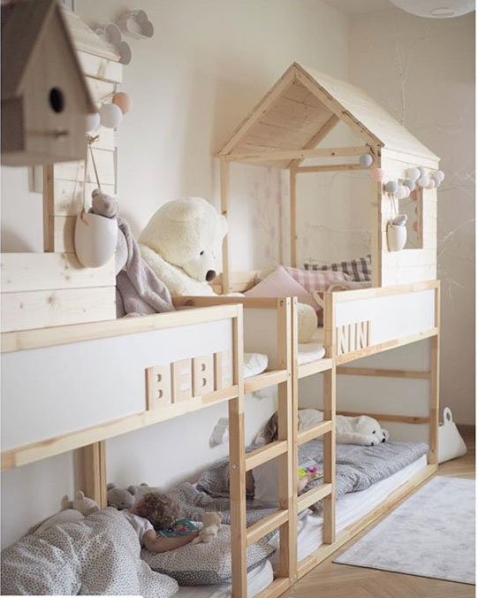 hausbett aus ikea kura selber bauen mit dach twinswildlife limmaland blog. Black Bedroom Furniture Sets. Home Design Ideas