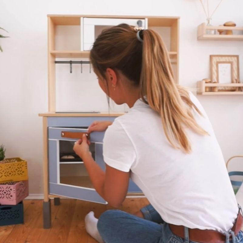 Kinderküche pimpen Klebefolie Schritt 3