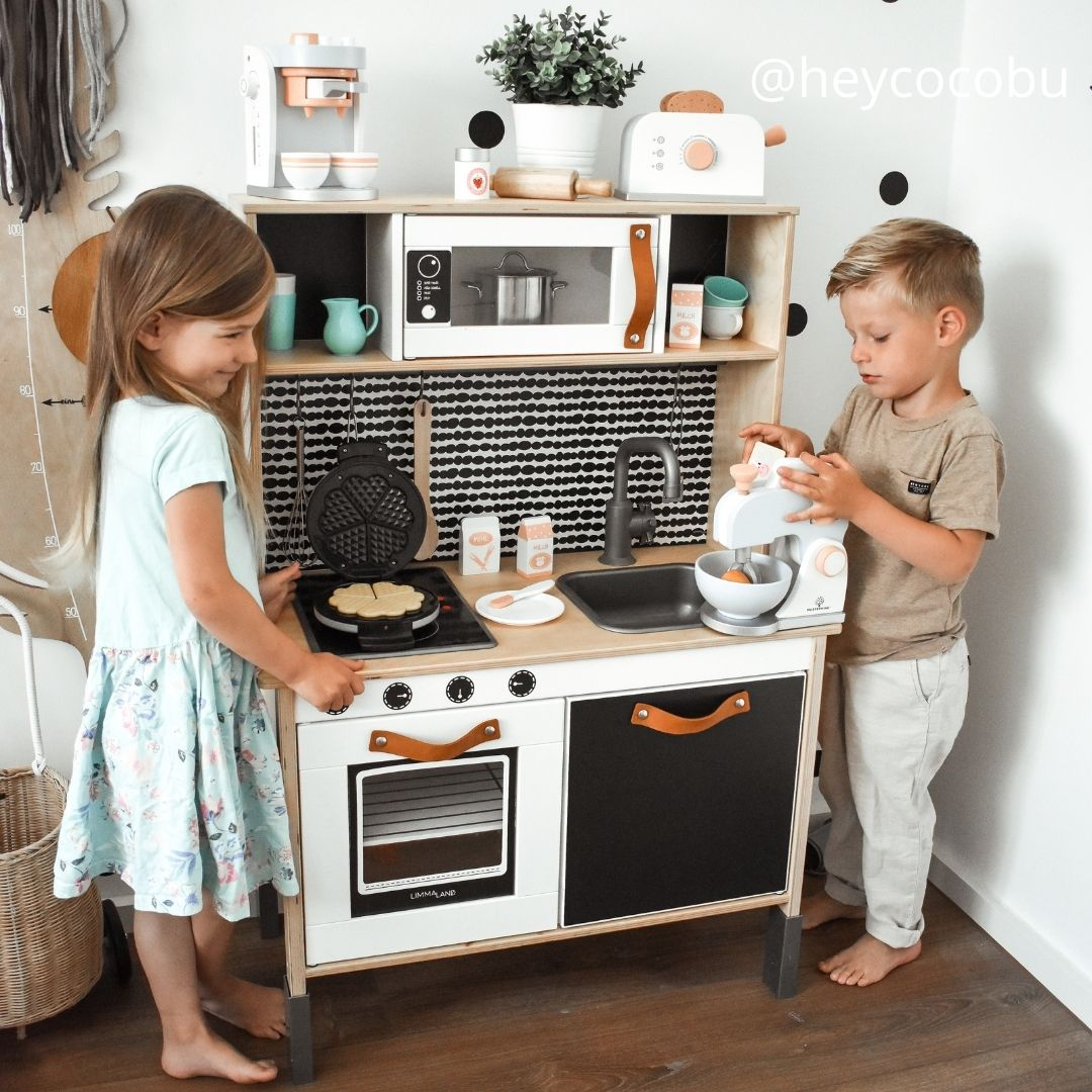 Kinderküche mit Klebefolie