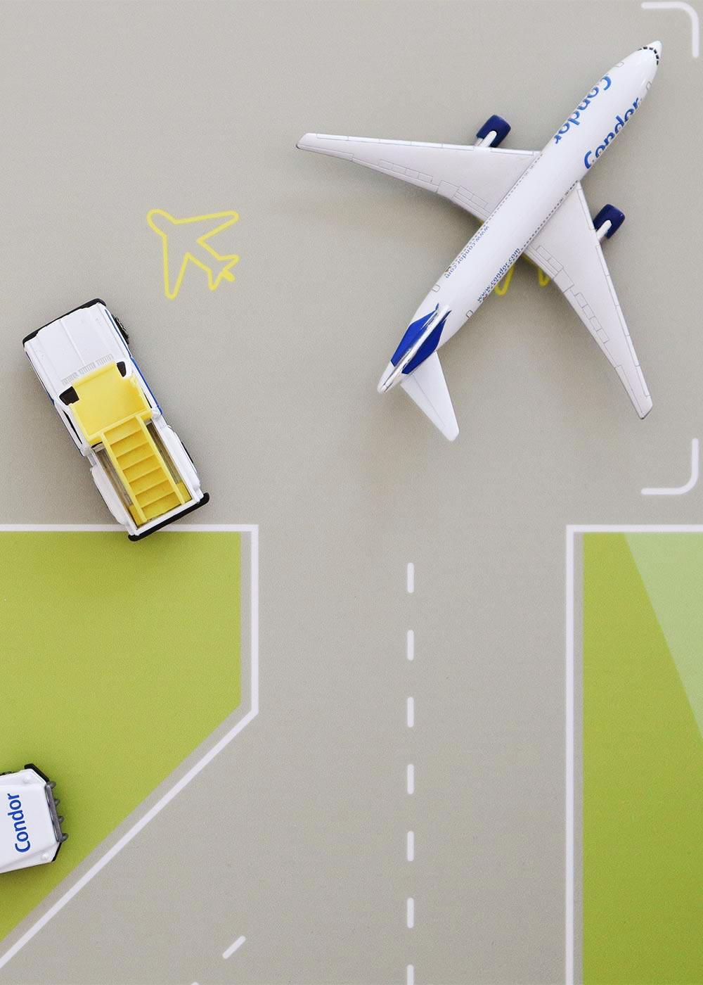 Ikea Kallax Regal Landebahn 4fach Komplettansicht mit Flugzeug