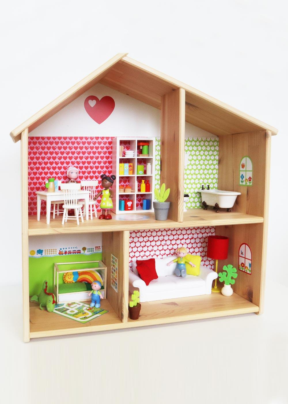 Ikea Flisat Puppenhaus Tapete ByGraziela rot grün Komplettansicht schräg