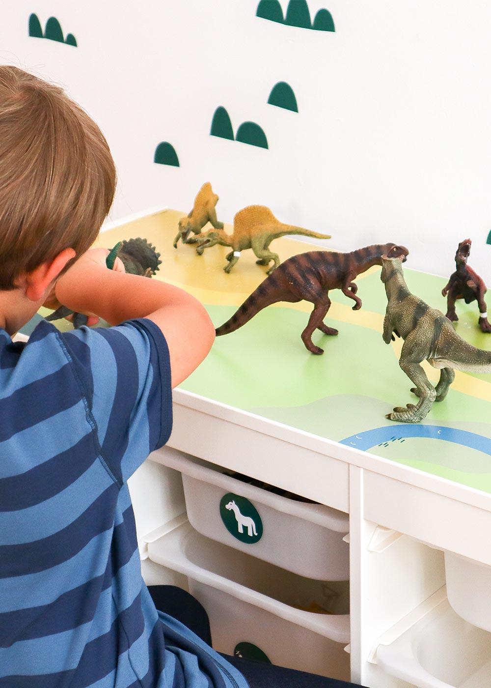 Ikea Trofast Regal Spielwiese Teilansicht mit Kulle und Dinos