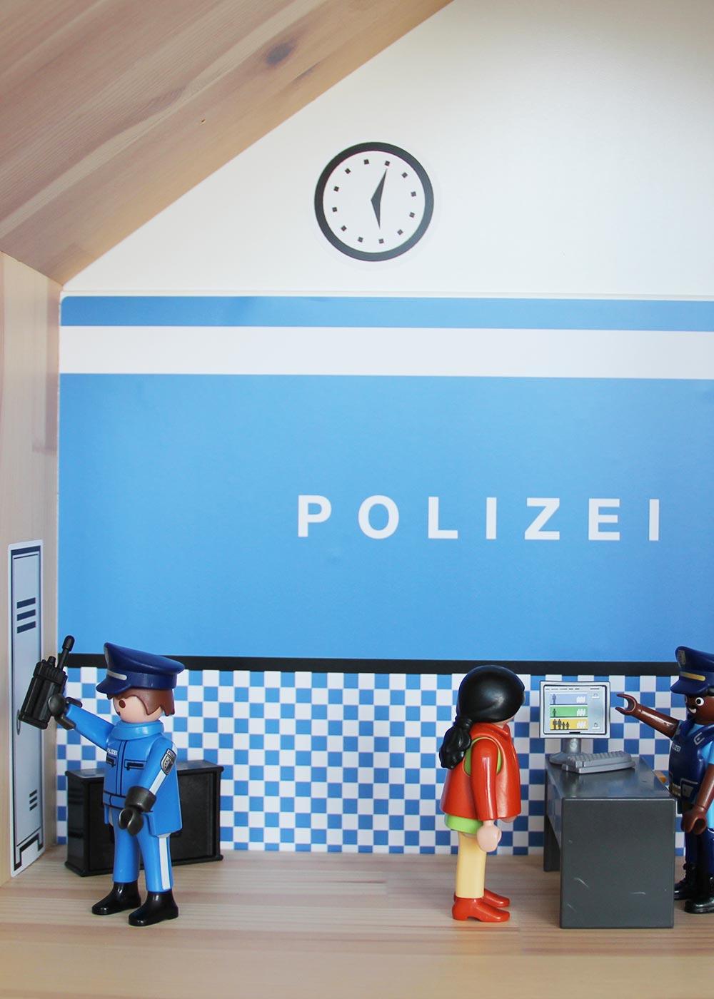 Ikea Flisat Puppenhaus Tapete Polizei Teilansicht