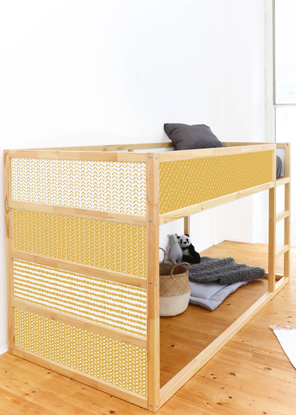 Ikea Kuras Hochbett Musta senf Seitenansicht