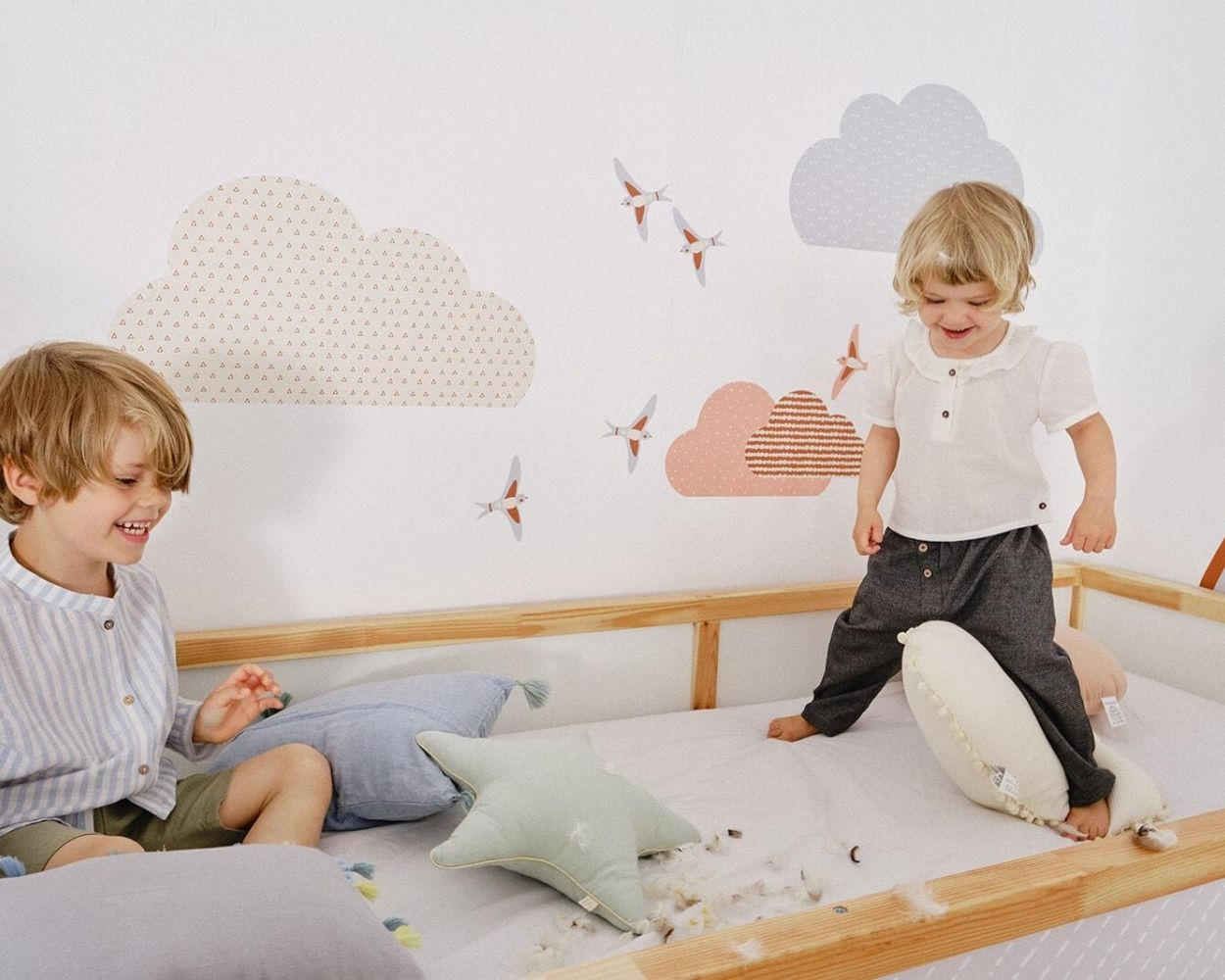 Ikea Kinderbett spielende Kinder