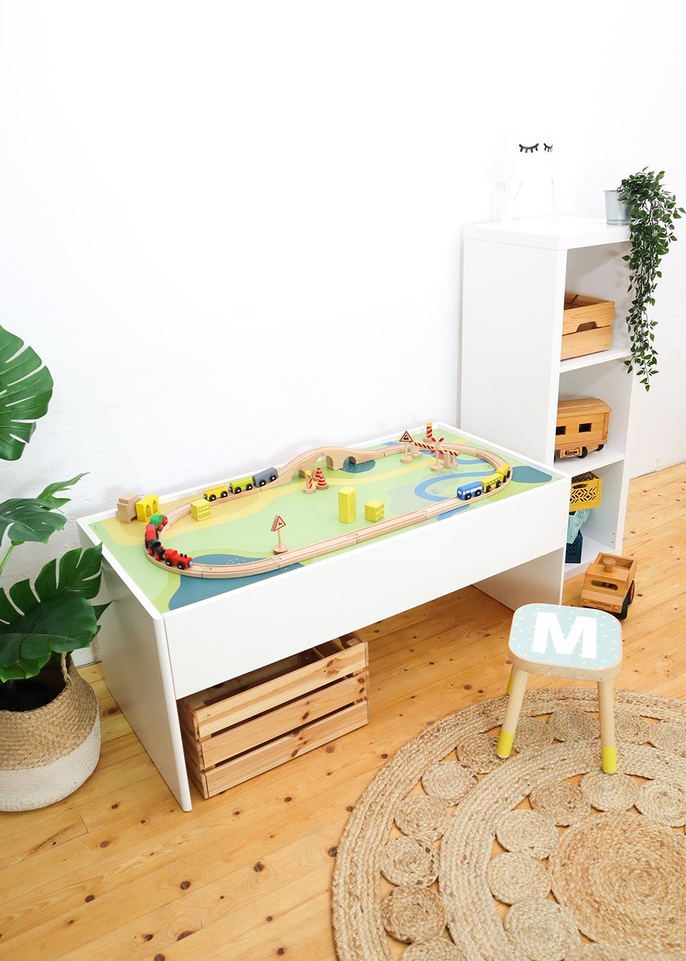 Ikea Dundra Spieltisch Spielwiese Frontansicht schräg oben
