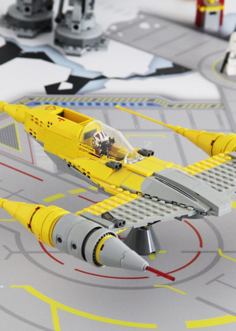 Ikea Kritter Kindertisch Weltraum Teilansicht mit Raumschiff