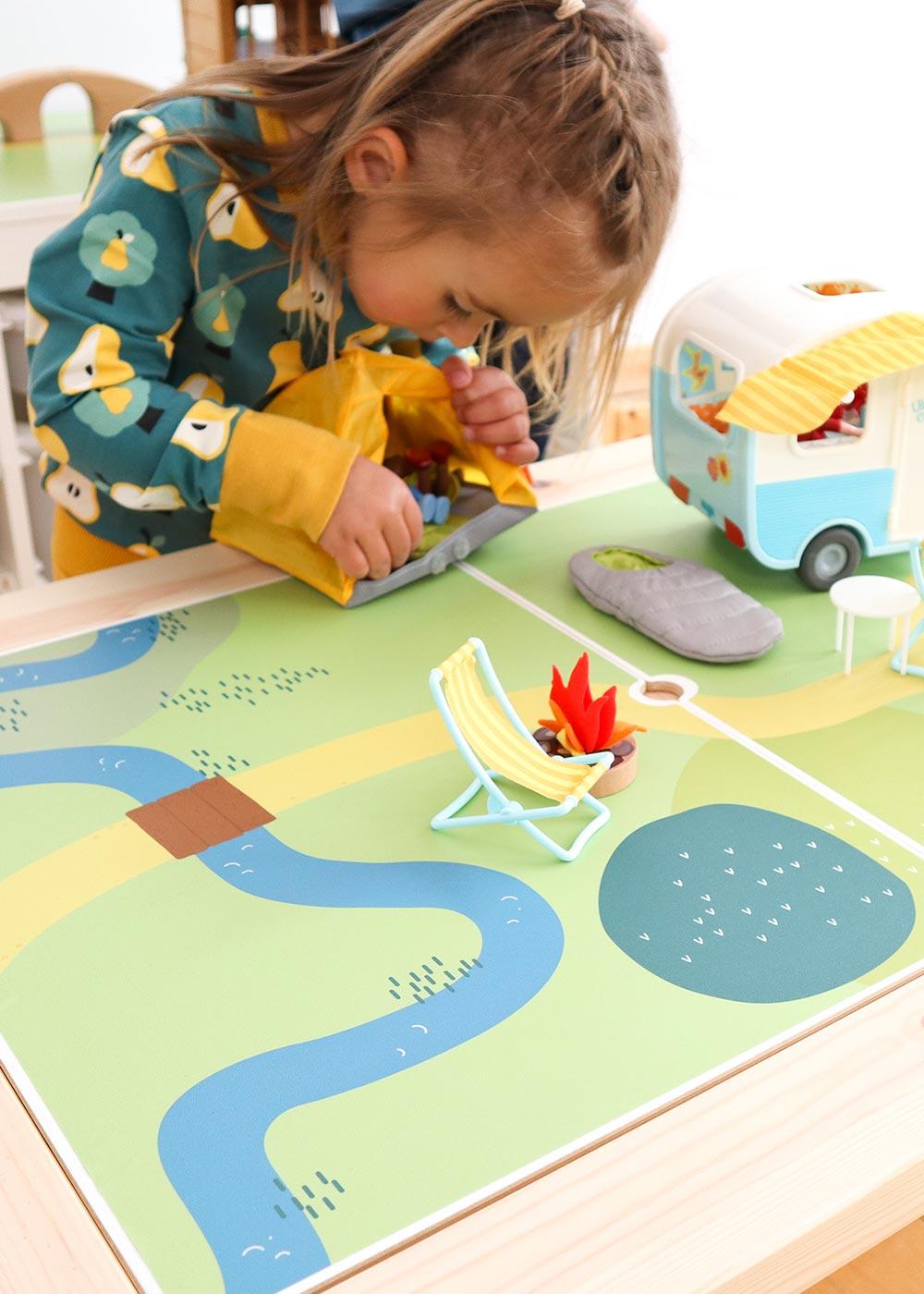 Ikea Flisat Kindertisch Spielwiese Teilansicht Kind