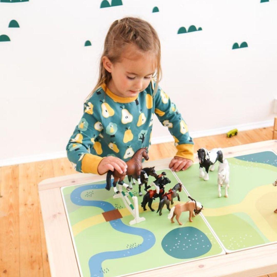 Spieltisch mit Kind