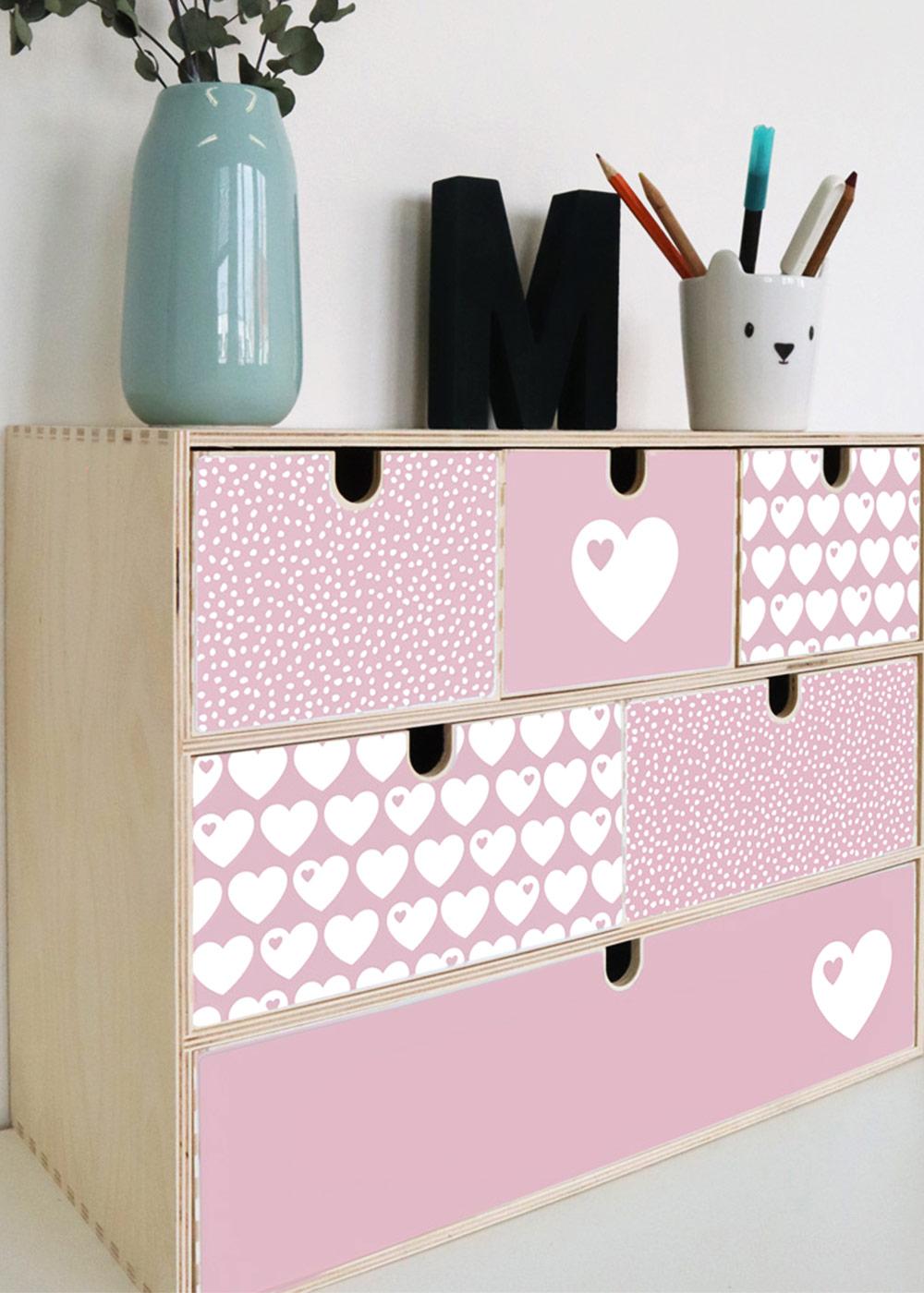 Klebefolie Ikea große Moppe ByGraziela Herz rosa Einrichtungsbeispiel Seitenansicht