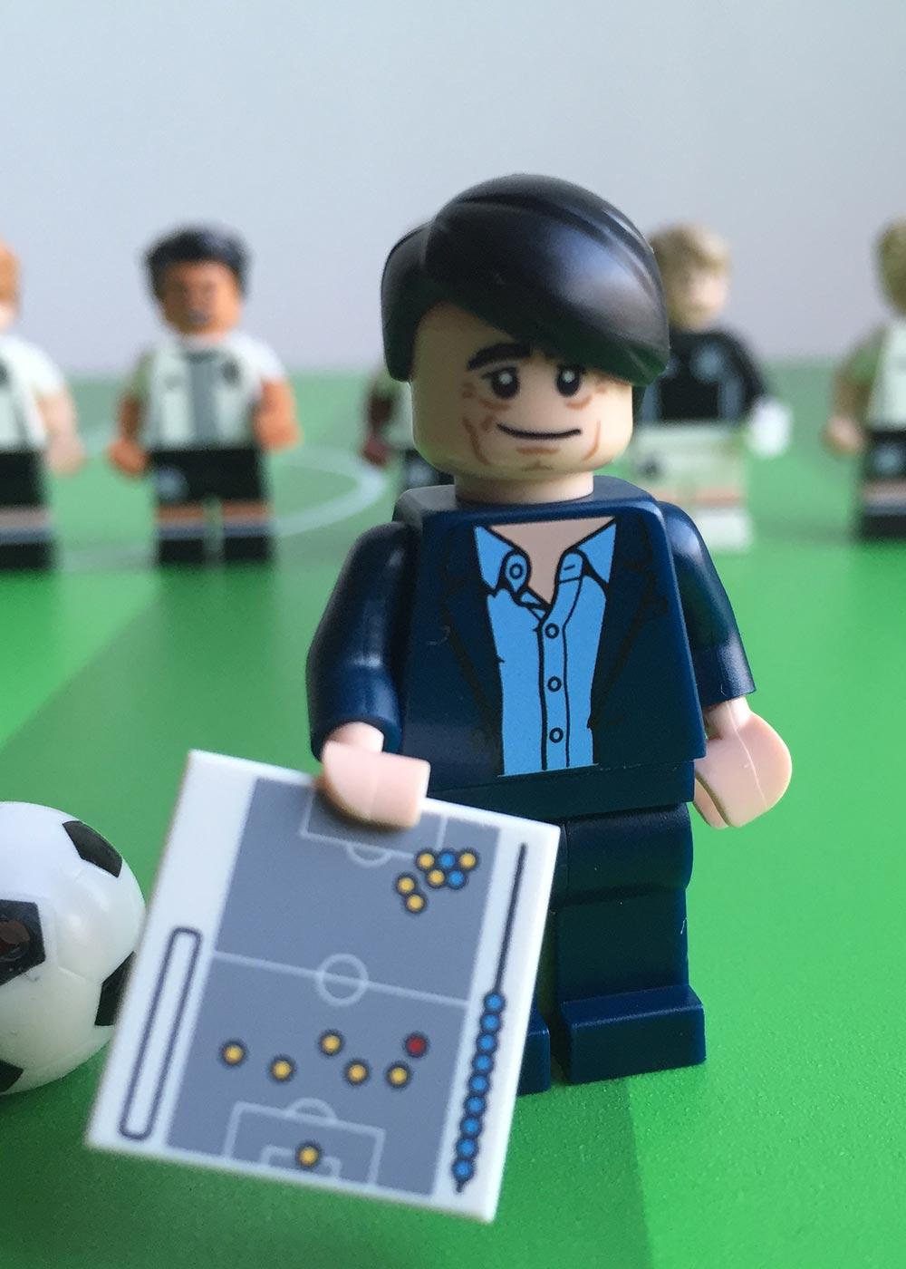 Ikea Pahl Kinderschreibtisch Fussballfeld grün  Teilansicht Schiri