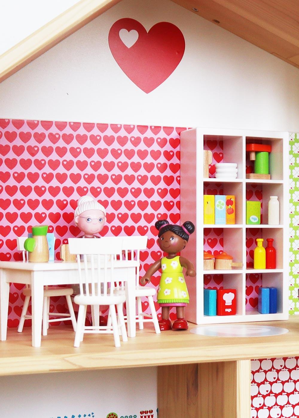 Ikea Flisat Puppenhaus Tapete ByGraziela rot grün Teilansicht Oma