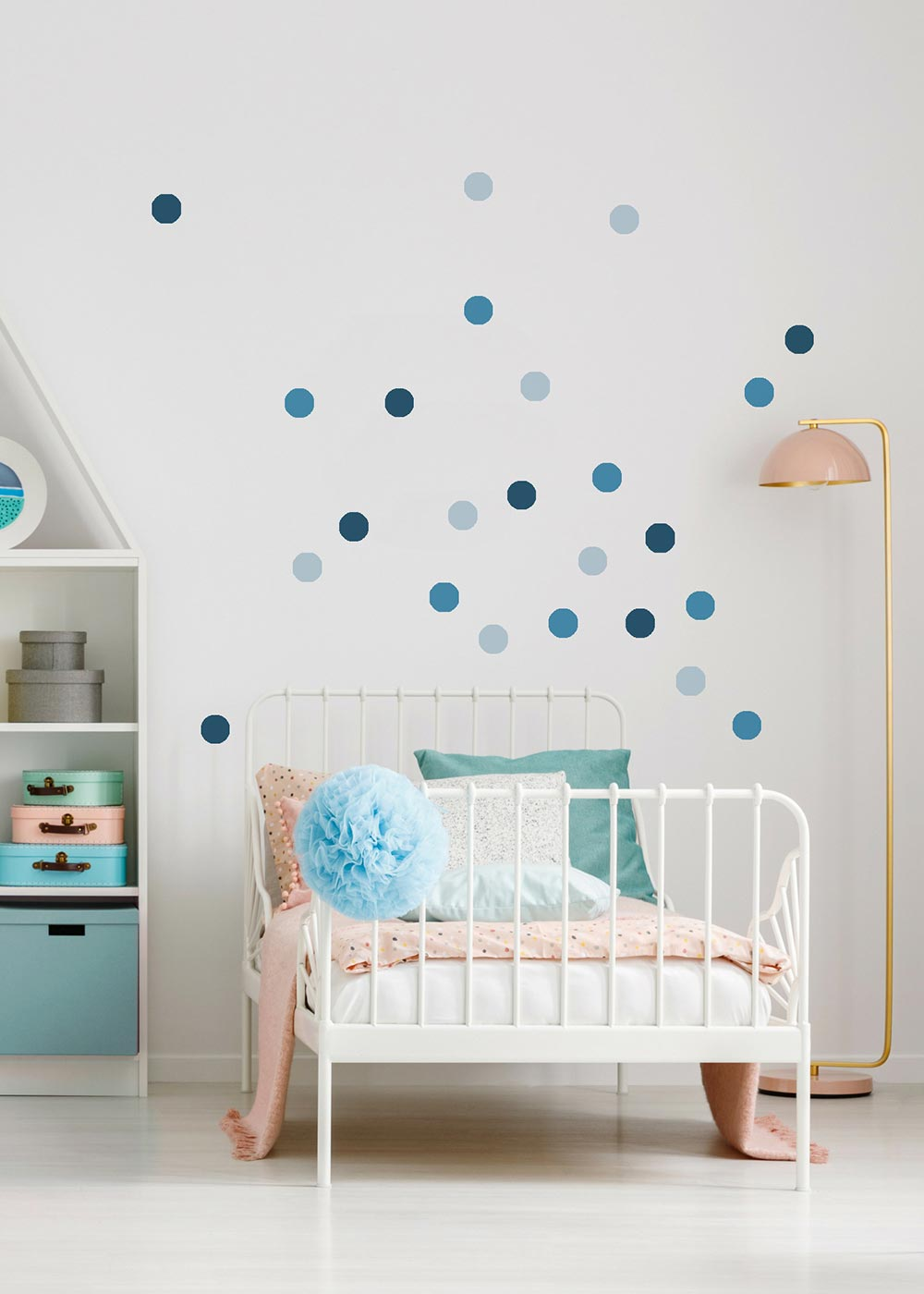 Stickerset Polka dots blau Gestaltungsbeispiel mit Bett