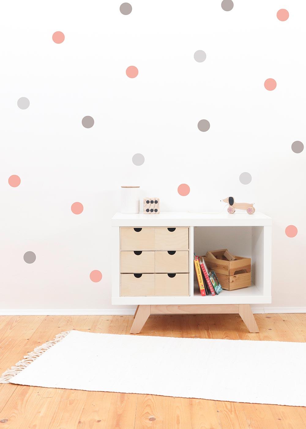 Wandsticker Polka Dots rosa grau Einrichtungsbeispiel
