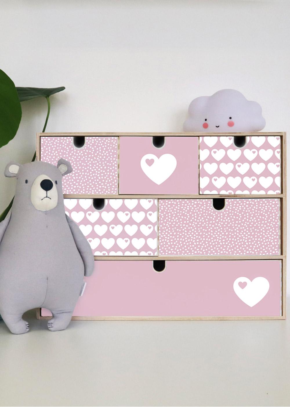Klebefolie Ikea große Moppe ByGraziela Herz rosa Einrichtungsbeispiel mit Bär