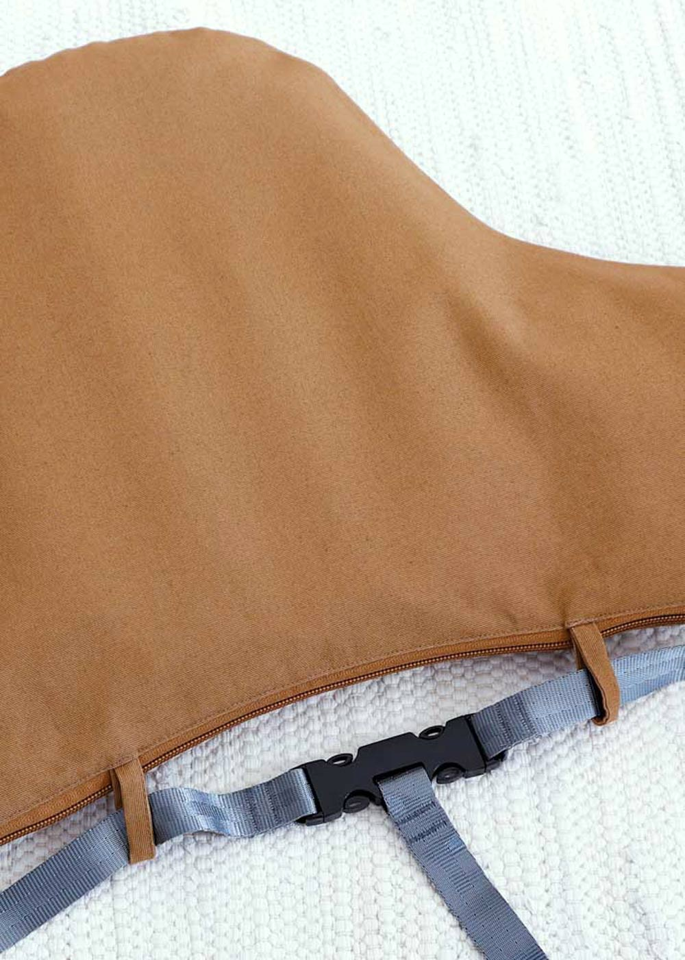 Antilop Kissenhülle Zimt Detail Schlaufe