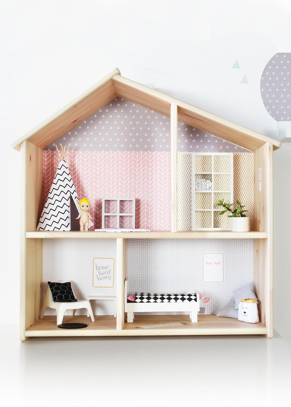 Ikea Flisat Puppenhaus Tapete Lille Stuba rosa hellgrau Frontansicht